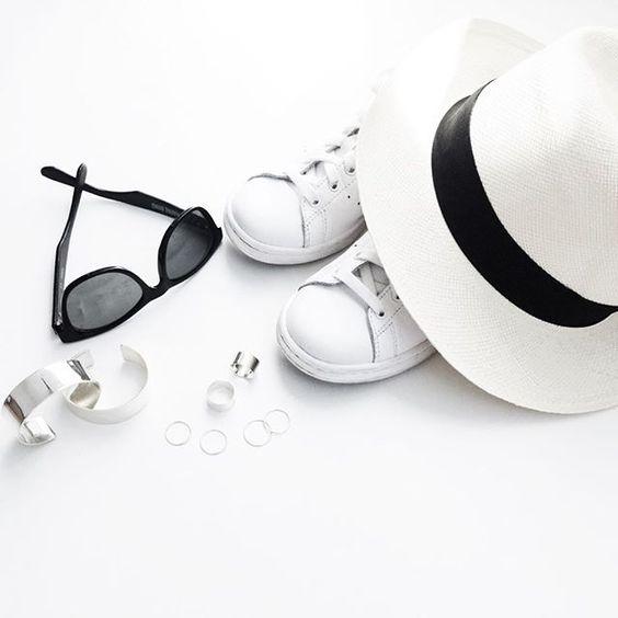 【白黒コーデ】クールなモノトーンファッションでおしゃれを極めようのサムネイル画像
