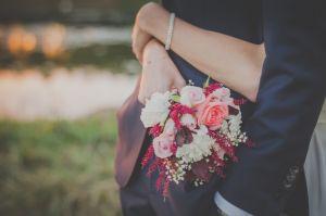 結婚運がアップする!?大人の女性におすすめの花柄の長財布のサムネイル画像