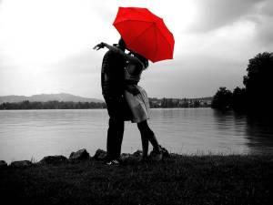 赤い傘 雨の日は思い切りインパクトのあるアイテムでテンション↑のサムネイル画像