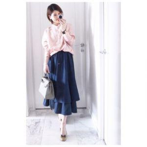 2018年【最新】紺色のスカートで上品コーデ上級者になれる!の画像